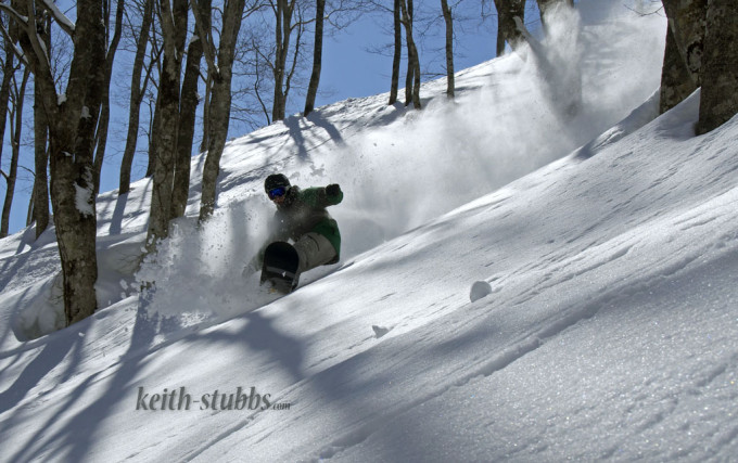 Richie Johnston getting blue bird fresh lines at Myoko Akakura